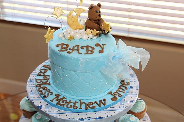 Co to jest baby shower? Jak zorganizować przyjęcie dla przyszłej mamy?
