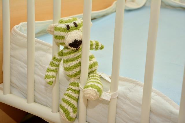 Łóżeczko dla dziecka – na co zwrócić uwagę podczas wyboru?