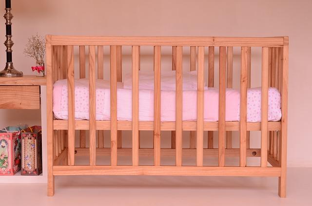 łóżeczko ze szczebelkami