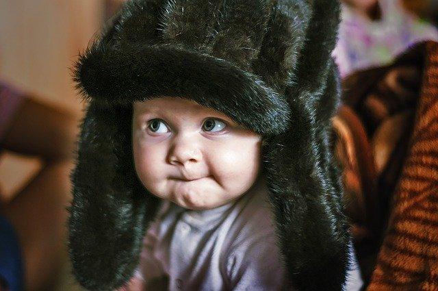 jak-sie-przygotowac-do-zimowego-spaceru-z-niemowlakiem-co-zabrac-jak-ubrac-niemowle-zima-na-spacer