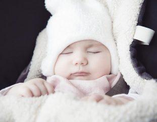 zimowe-spacery-z-maluszkiem-jak-ubrac-niemowle-zima